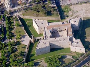 Il castello svevo da visitare duarante una vista guidata a Barletta